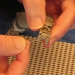 Separated_metal_watch_band_pin_removed