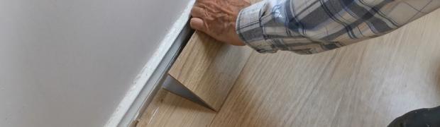 Lay and and repair interlocking laminate flooring